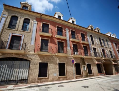 Promoción 28 viviendas y bajos comerciales